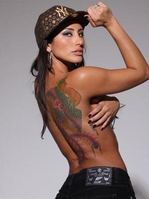 Jaque mostra sua tatuagem da
